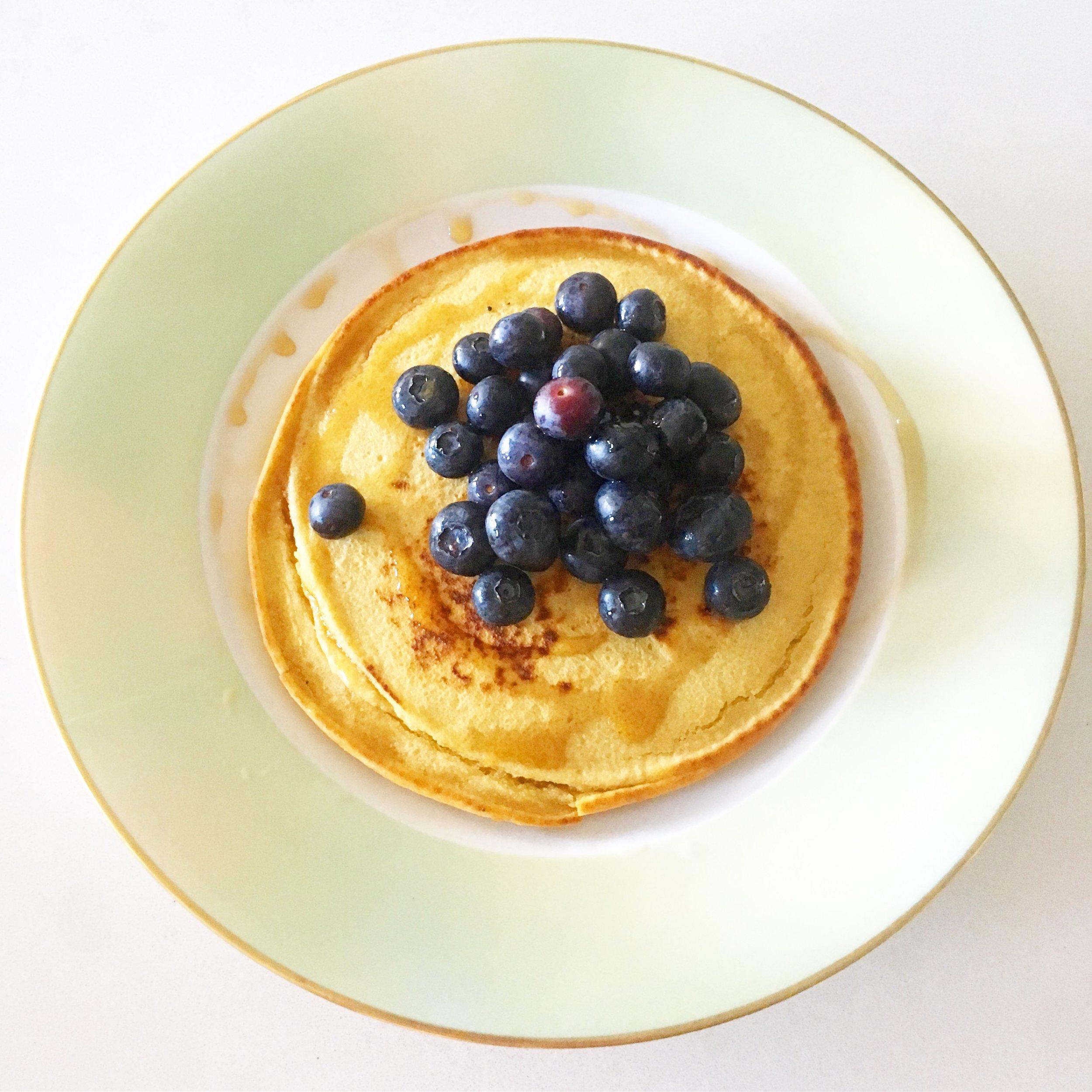 chickpea flour - cashew mylk - blueberries - maple syrup 🥞