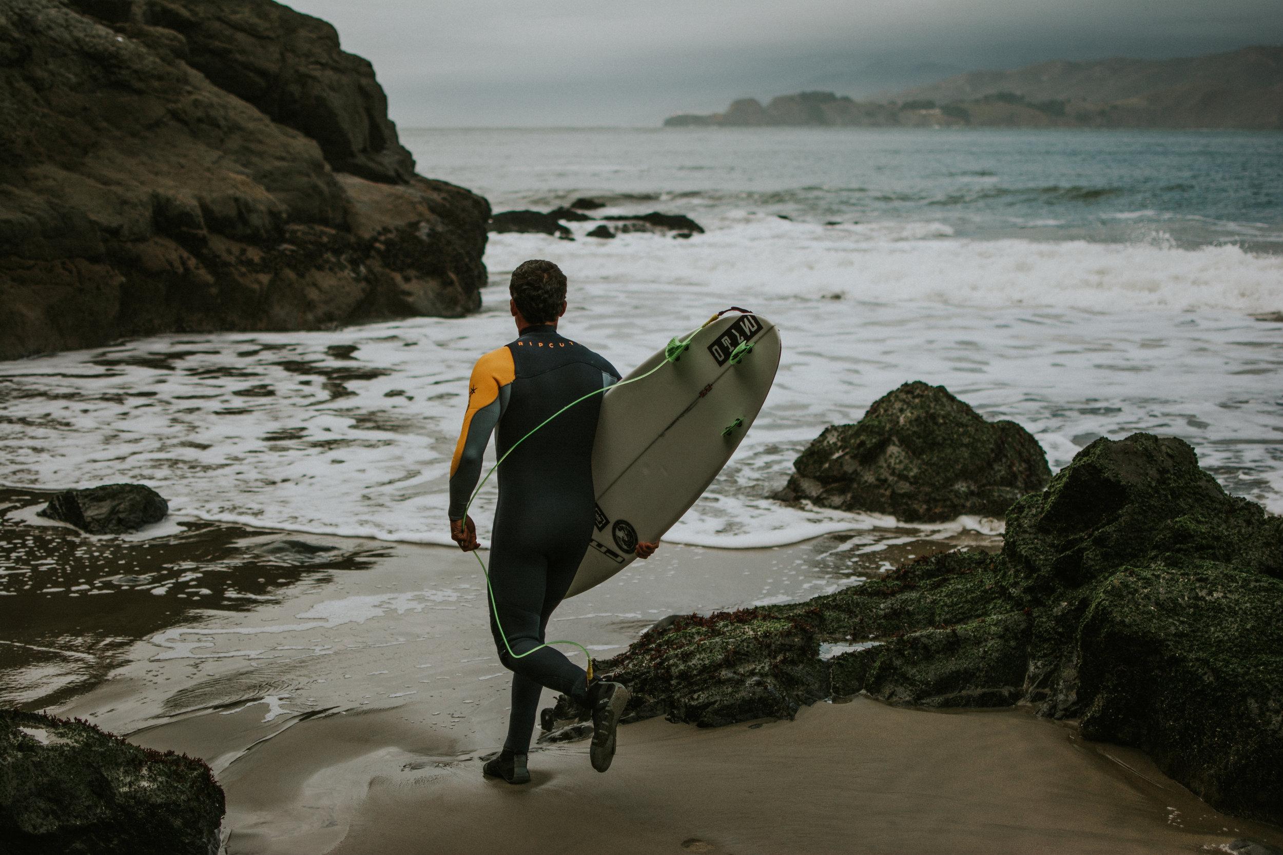 san-francisco-travel-photographer-erika-ryan-photography-china-beach-surfer