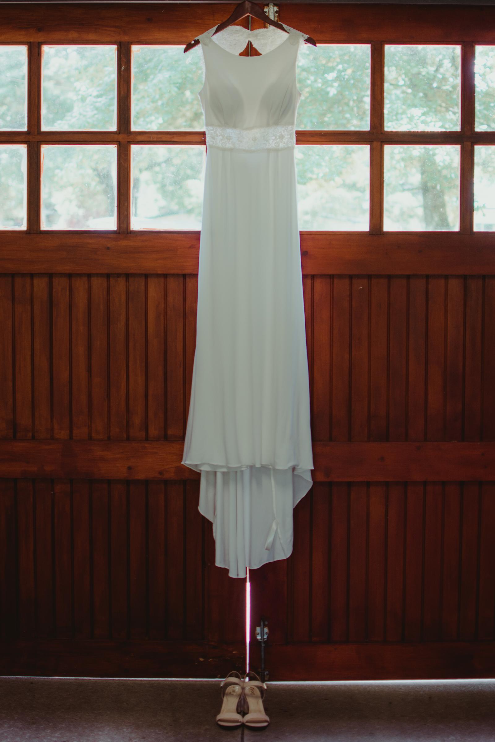heber-springs-wedding-dress-layze-river-house