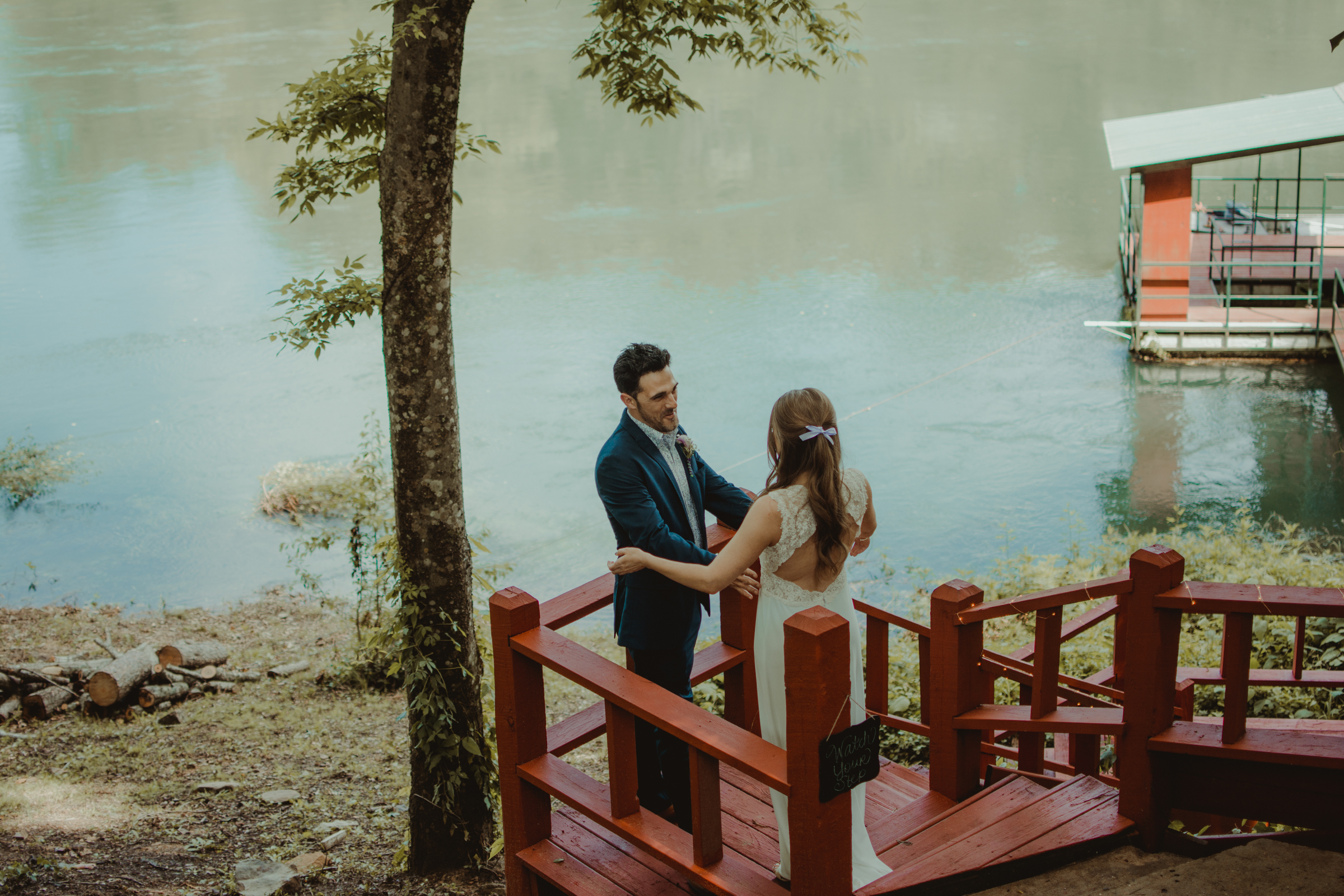 heber-springs-first-look-wedding-layze-river-house