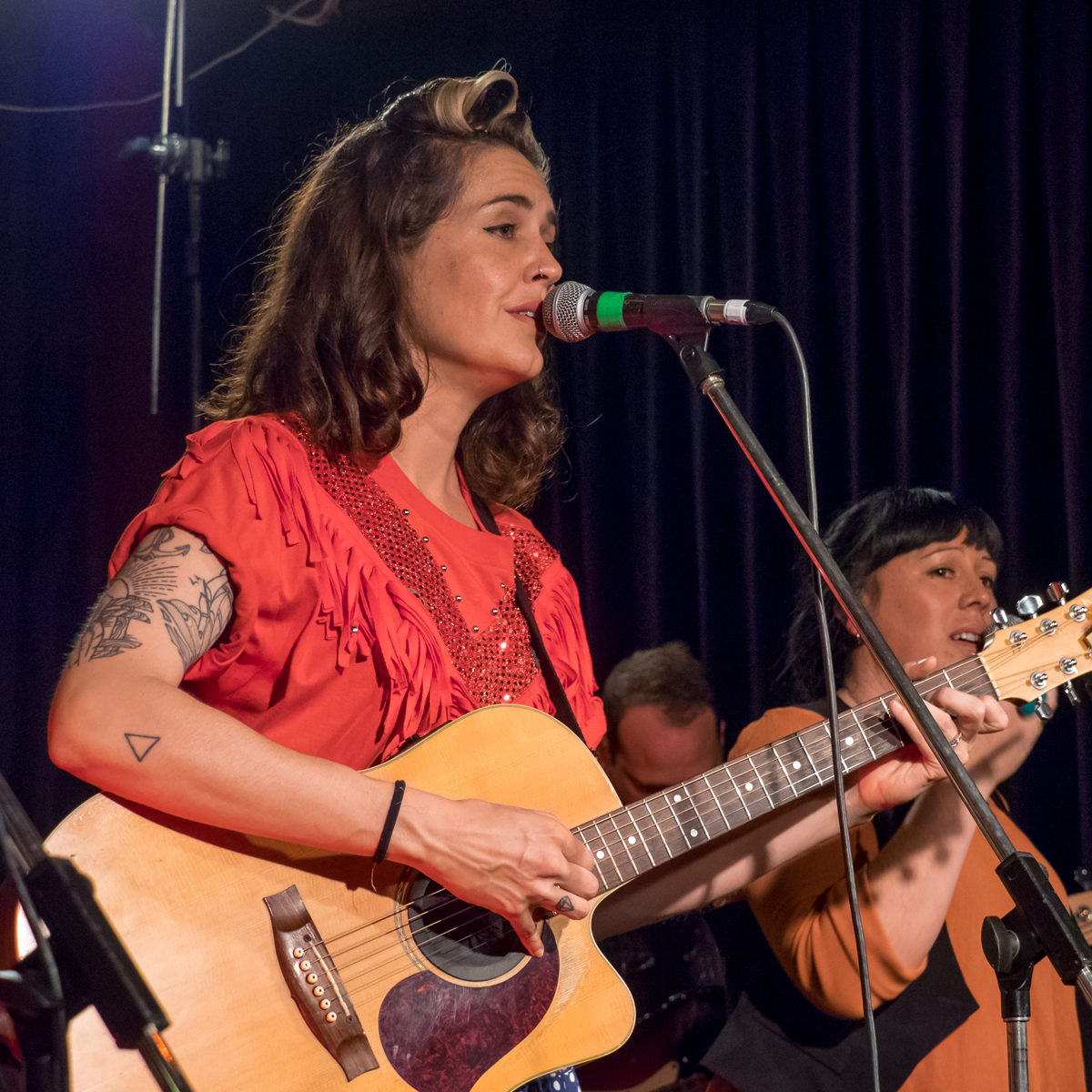 Delilah-Rose-and-the-Gunslingers---Capitol---1017---Linda-Dunjey-Photography--(23).png