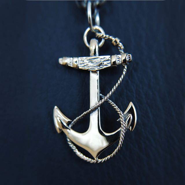 Handcrafted in sterling silver or solid gold. Nautical jewellery designed by @blackmatterjewellery ⚓️ I have had the delight to photograph these pieces and show off the beauty and detail of intricate dedicated craftsmanship.  You can view and order here: www.blackmatter.co.nz  #productphotography #photography #clearcut #nautical #newzealand #jewellery #gold #handcrafted #ahoy #design #anchorpendant #navy