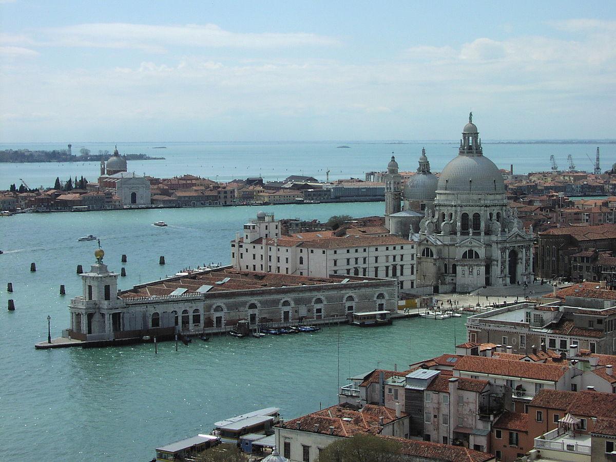 1200px-Venezia-punta_della_dogana.jpg