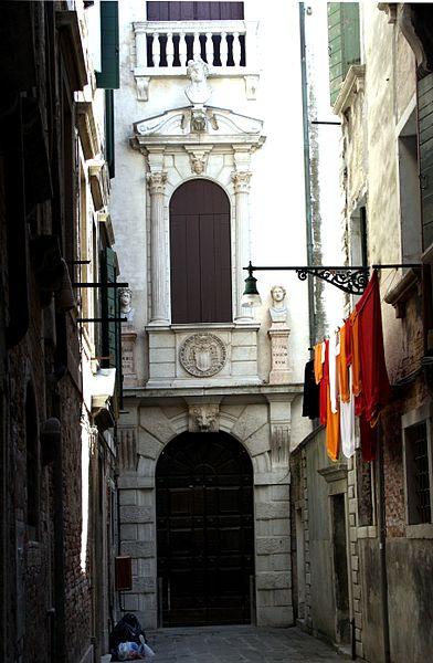 392px-9697_-_Venezia_-_Ingresso_Palazzo_Grimani_-_Foto_Giovanni_Dall'Orto,_19-Jul-2010.jpg