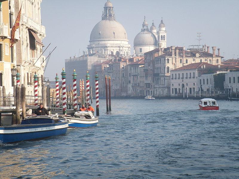 800px-Venezia_santa_maria_della_salute_2.JPG