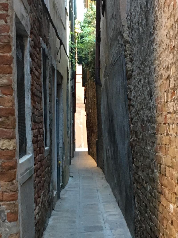 venezia-calle-insolita.jpg