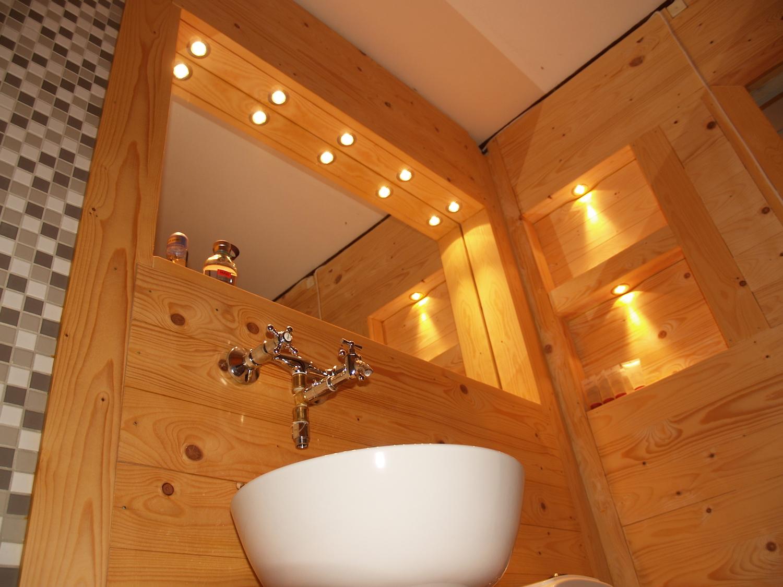 NordicLife interior - sauna style bathroom