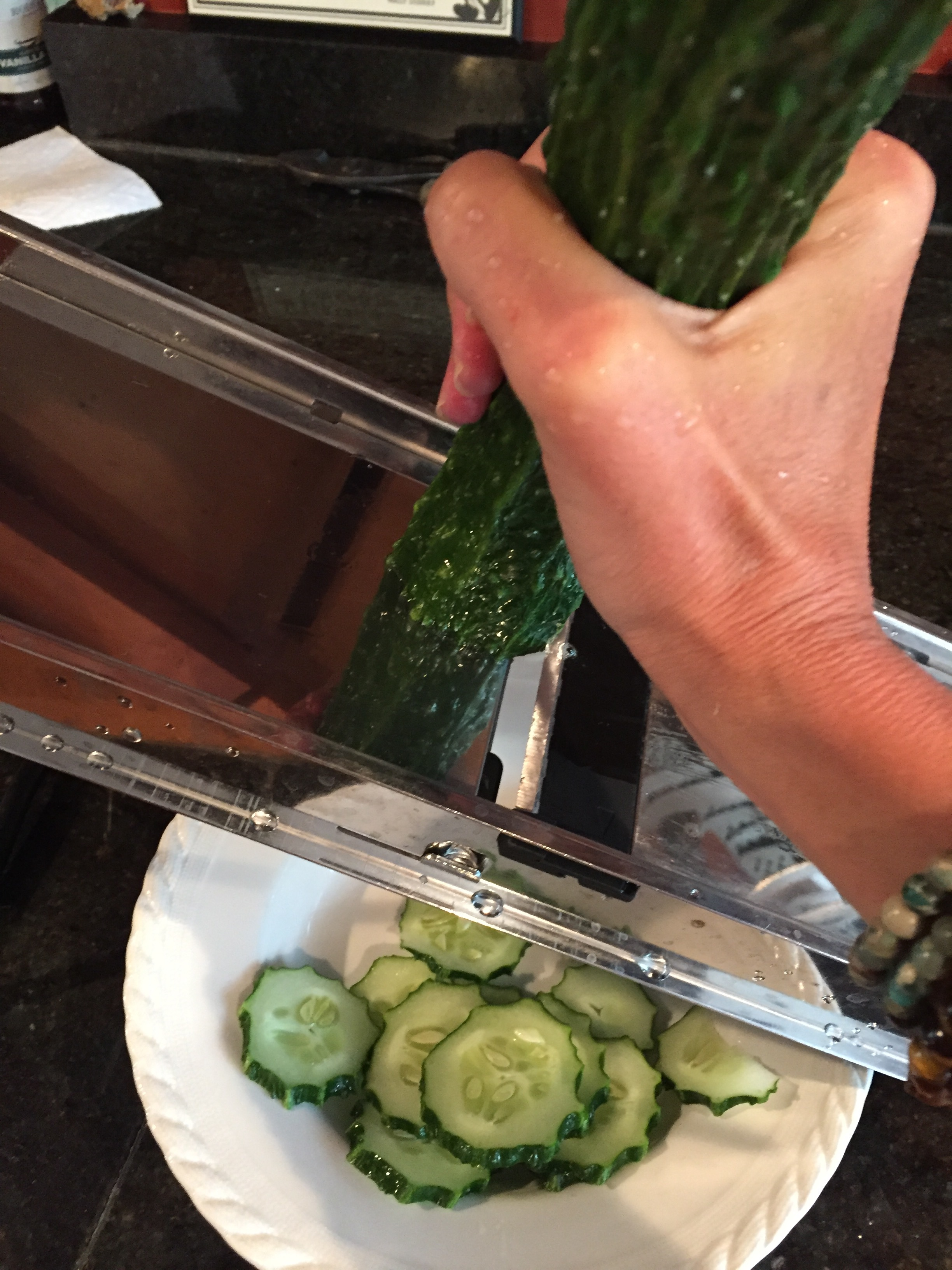 Slicing-cucumber_5500.JPG
