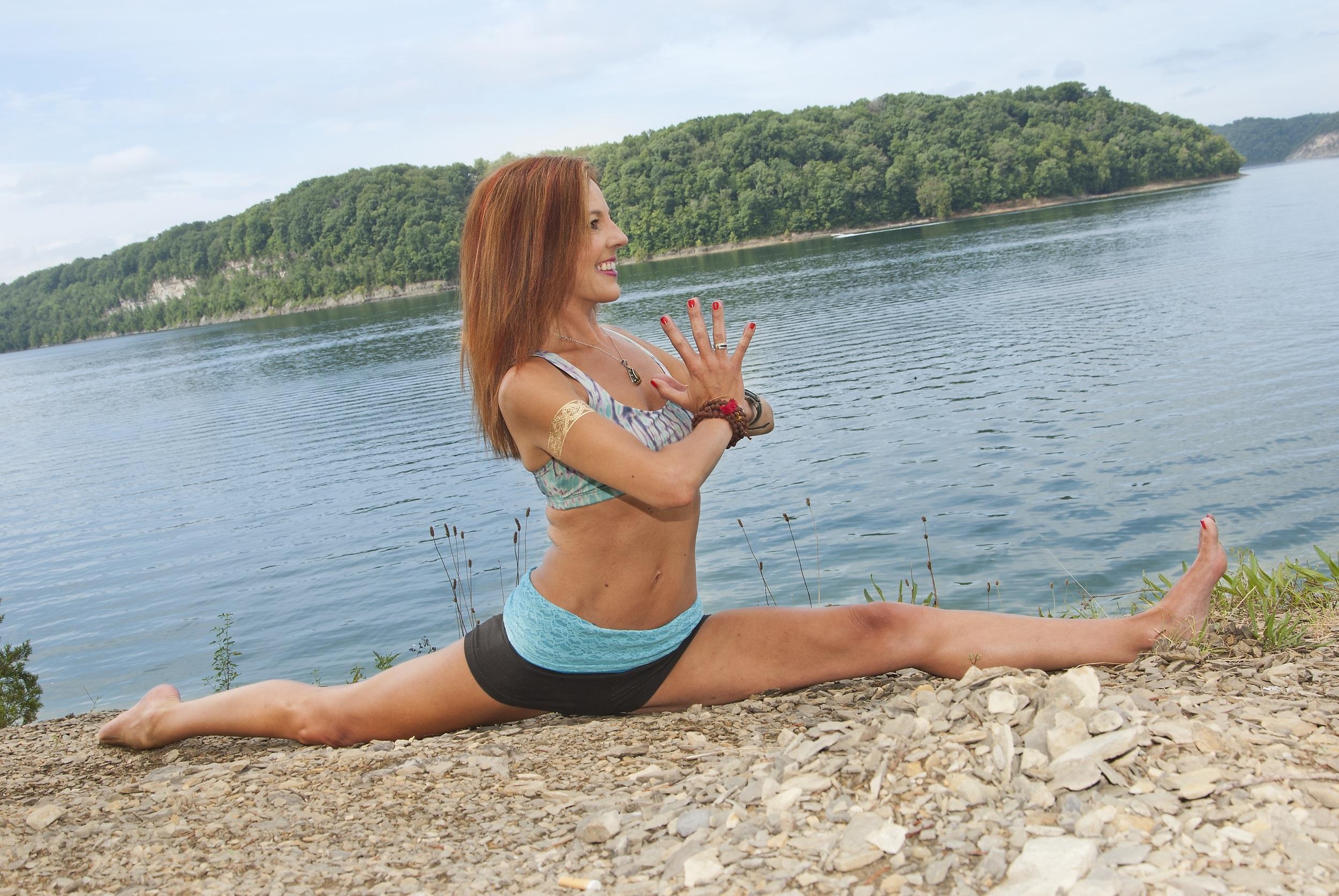 Yoga-splits-Libby-McAvoy