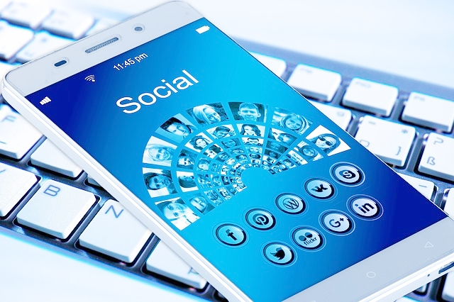 Busy, time-starvedconsultant strugglingto see the relevance ofsocial media to yoursmall business -