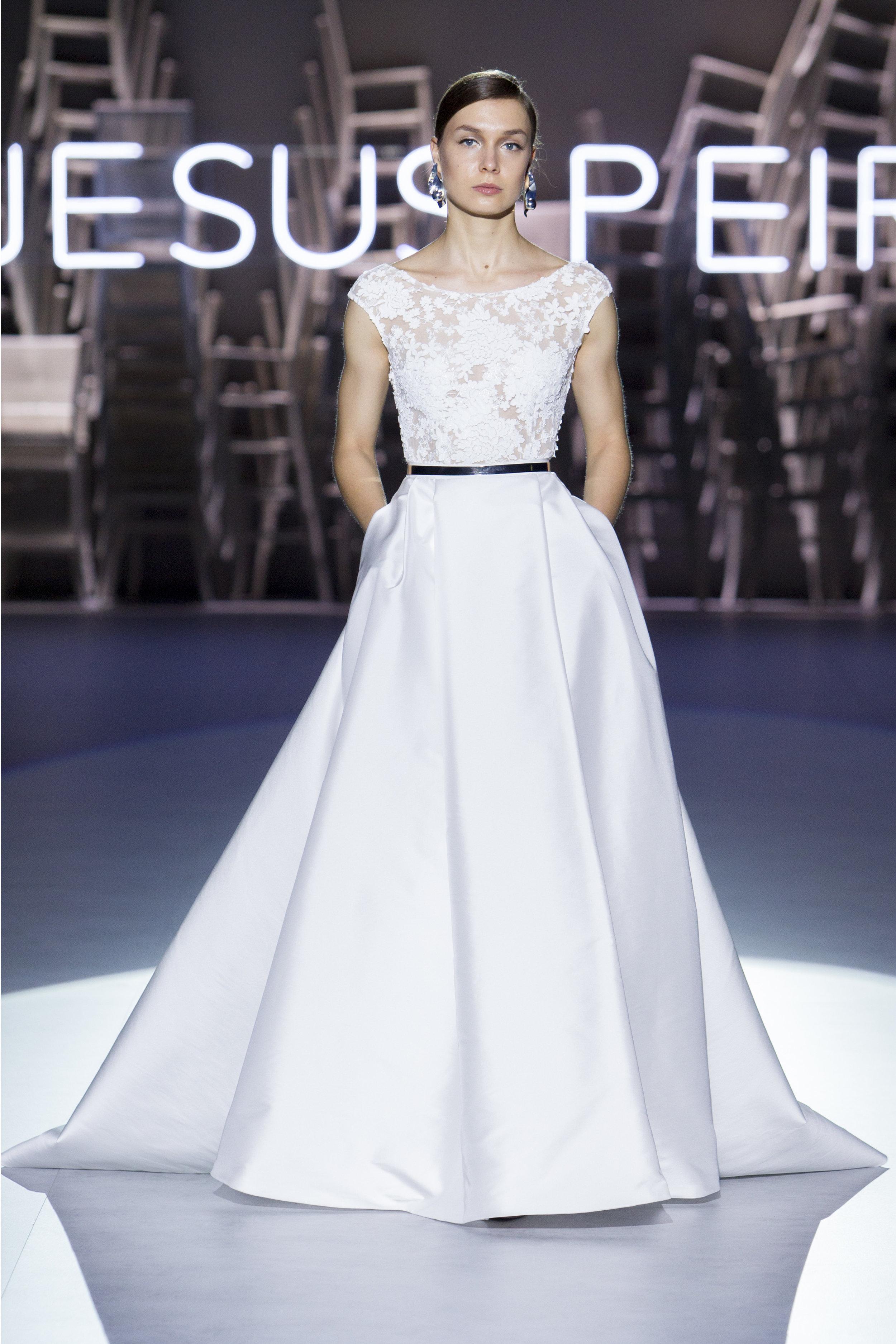 Vestido: Jesús Peiró / Pasarela:  Valmont Barcelona Bridal Fashion Week