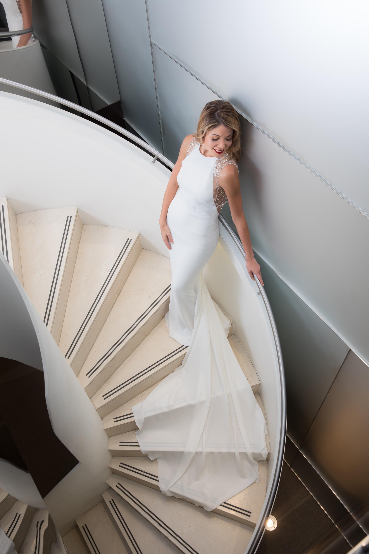 Vestido  Pronovias  - Cruise 2020 Collection - Vestido de crepe de seda con espalda bordada sorbre tul ilusión - Foto: Vera Franceschi