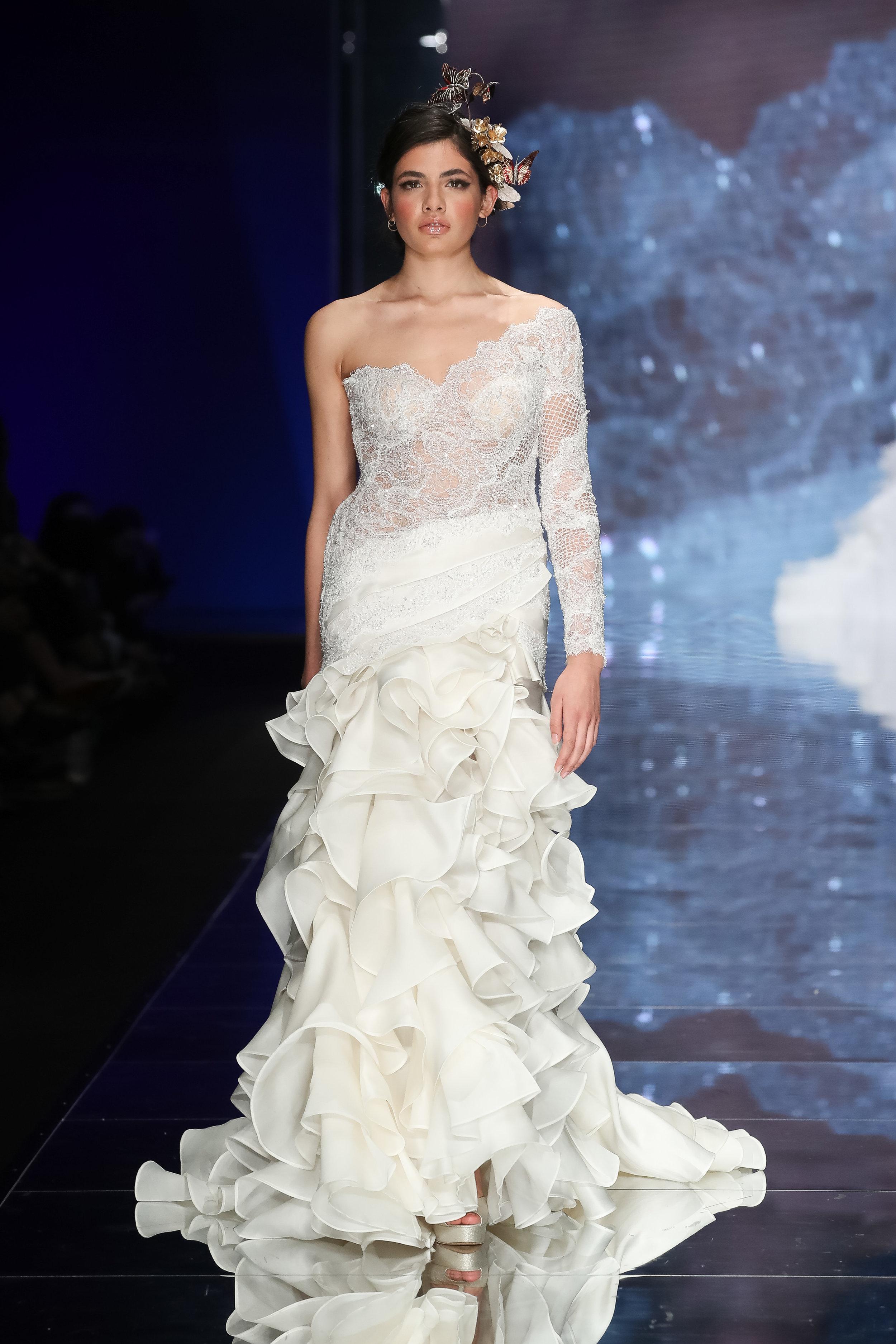 Designer: Emiliano Bengasi - Pasarela   Sì Sposaitalia Collezioni    Milano Bridal Week
