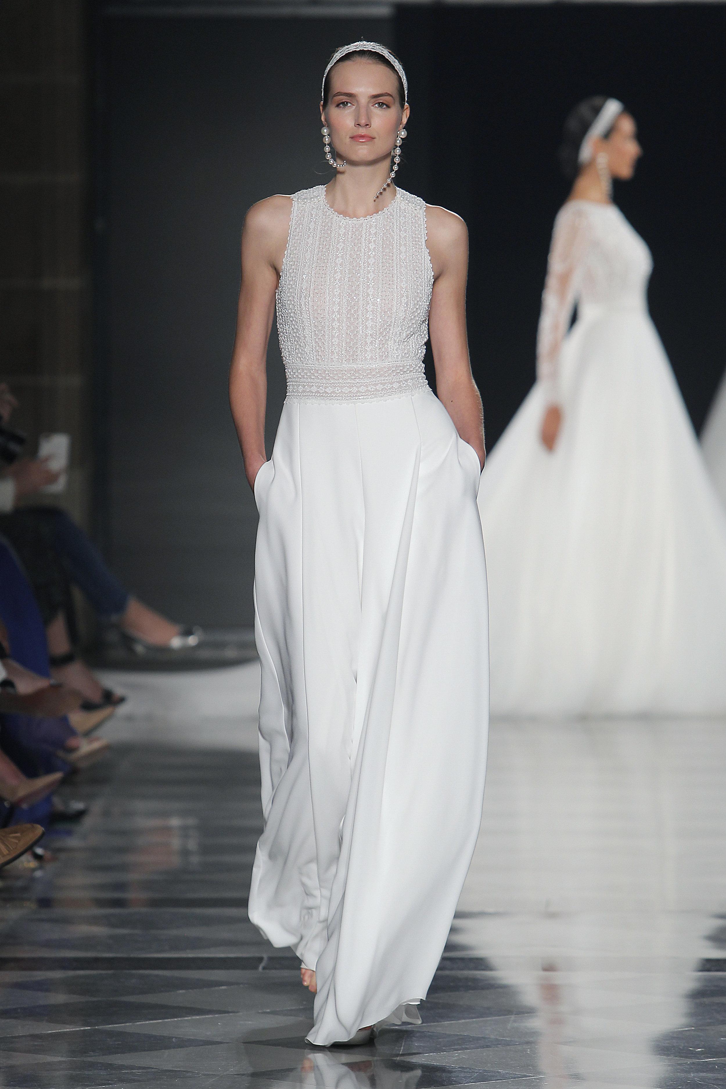 Diseñador: Rosa Clará - Pasarela:   Valmont Barcelona Bridal Fashion Week