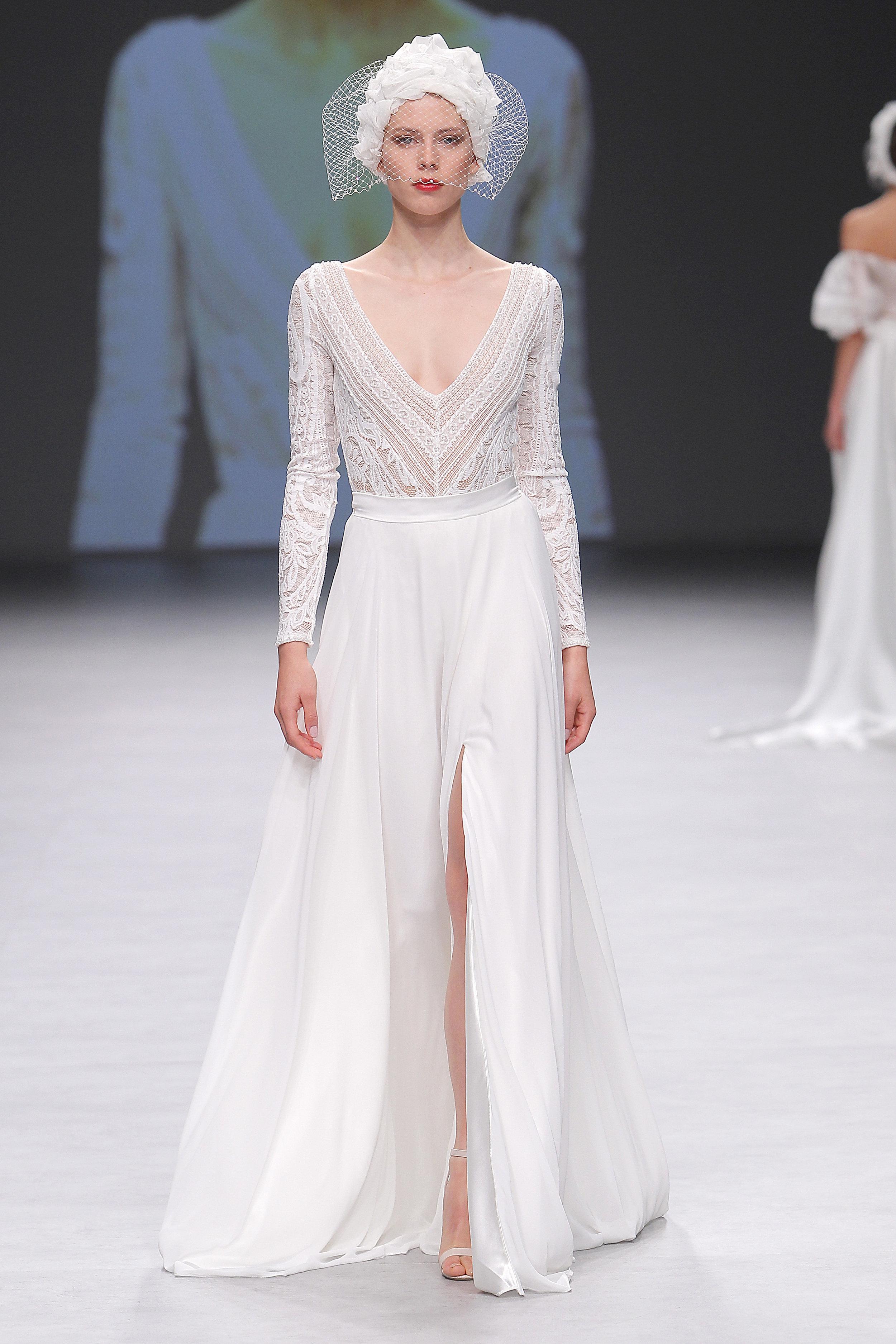 Diseñador: Flora - Pasarela:  Valmont Barcelona Bridal Fashion Week