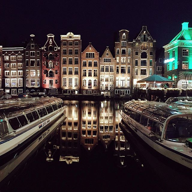 For the love of Amsterdam summer nights 🌃✨ — #summerinamsterdam #canalhouses #damrak #gables #gezellig #amsterdam🇳🇱