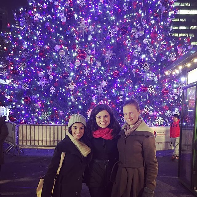 ✨The most magical time of the year✨ #newyork #christmas #holdiays #trees #lights #sparkle #friends #fun #newyorklife