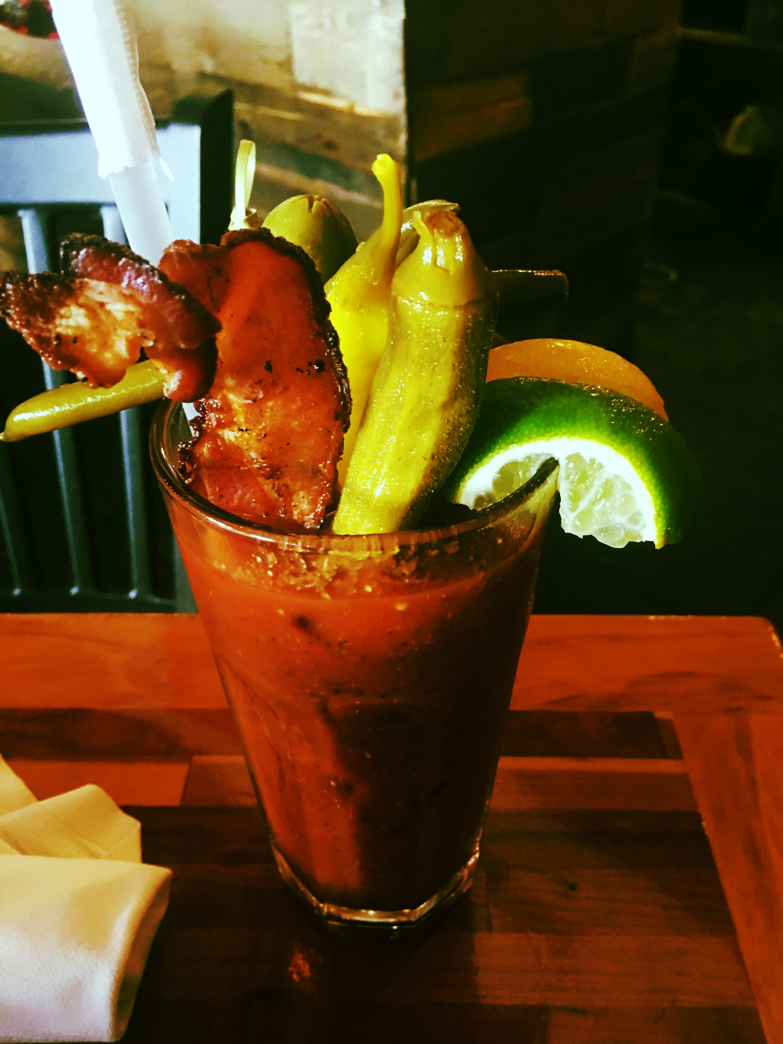 Bacon and Pickled Okra - Bloody Mary - avec Bacon, Gombos, Olives...