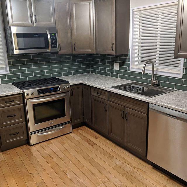 2018\2019 Kitchen update. Thanks @sacavey @nextmovepropertygroup #tilebacksplash #kitchencabinets #thewholeenchilada