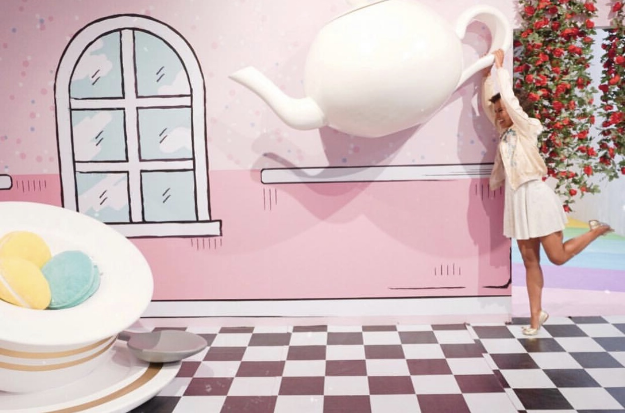 What's a Alice In Wonderland experience without the tea room? The life-sized tea cups and macaroons were adorable. Pic by  Kelli Wheeler  of  The Single Girl Life .