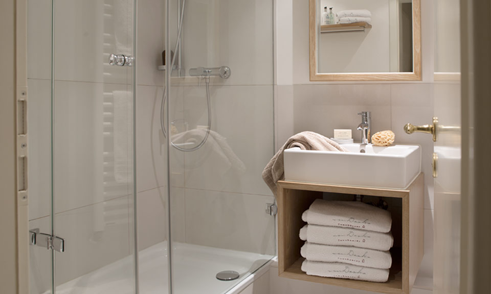 Light, modern shower room for a sense of wellbeing