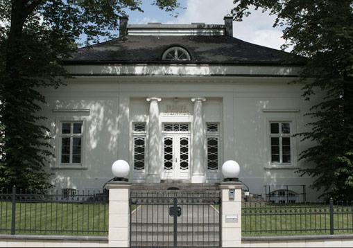 theatres-near-von-deska-apartment-houses