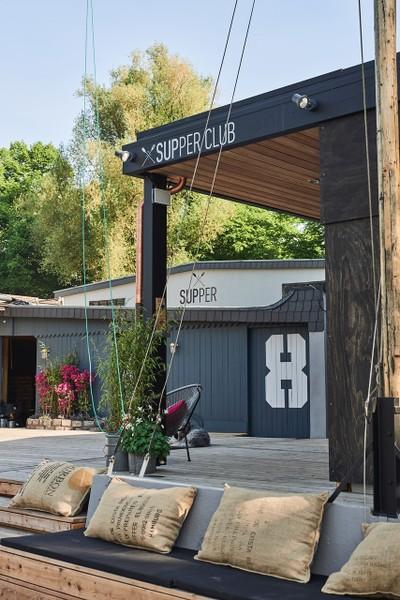 Supper Club SUP Kissen auf Bank.jpg