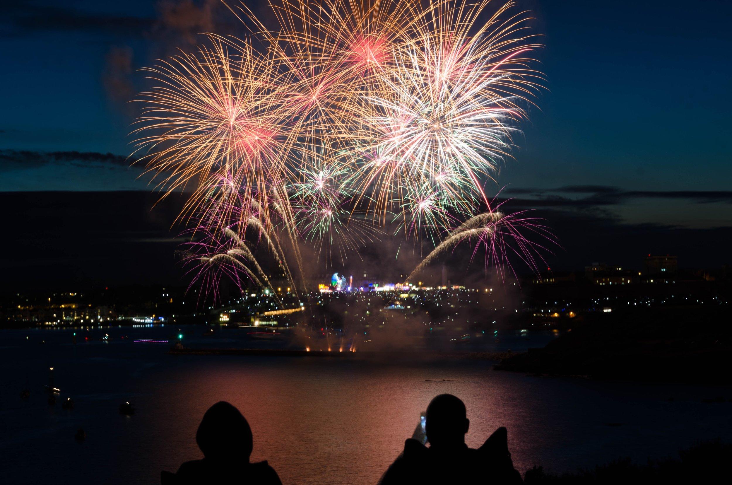 Unvergesslich: eine Silvesternacht in der Elbphilharmonie mit dem Musical My Fair Lady und Feuerwerk um Mitternacht.