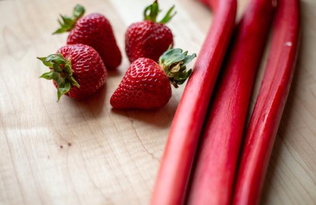 Strawberry rhubarb deconstruct pie-4.jpg