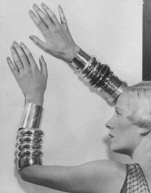 Suzy Solidor wearing Chanel, photo by Man Ray, 1930