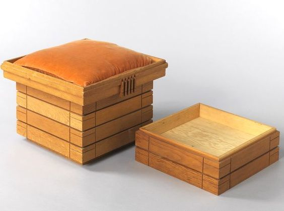 Boxed cushion seats, via MONDO BLOGO