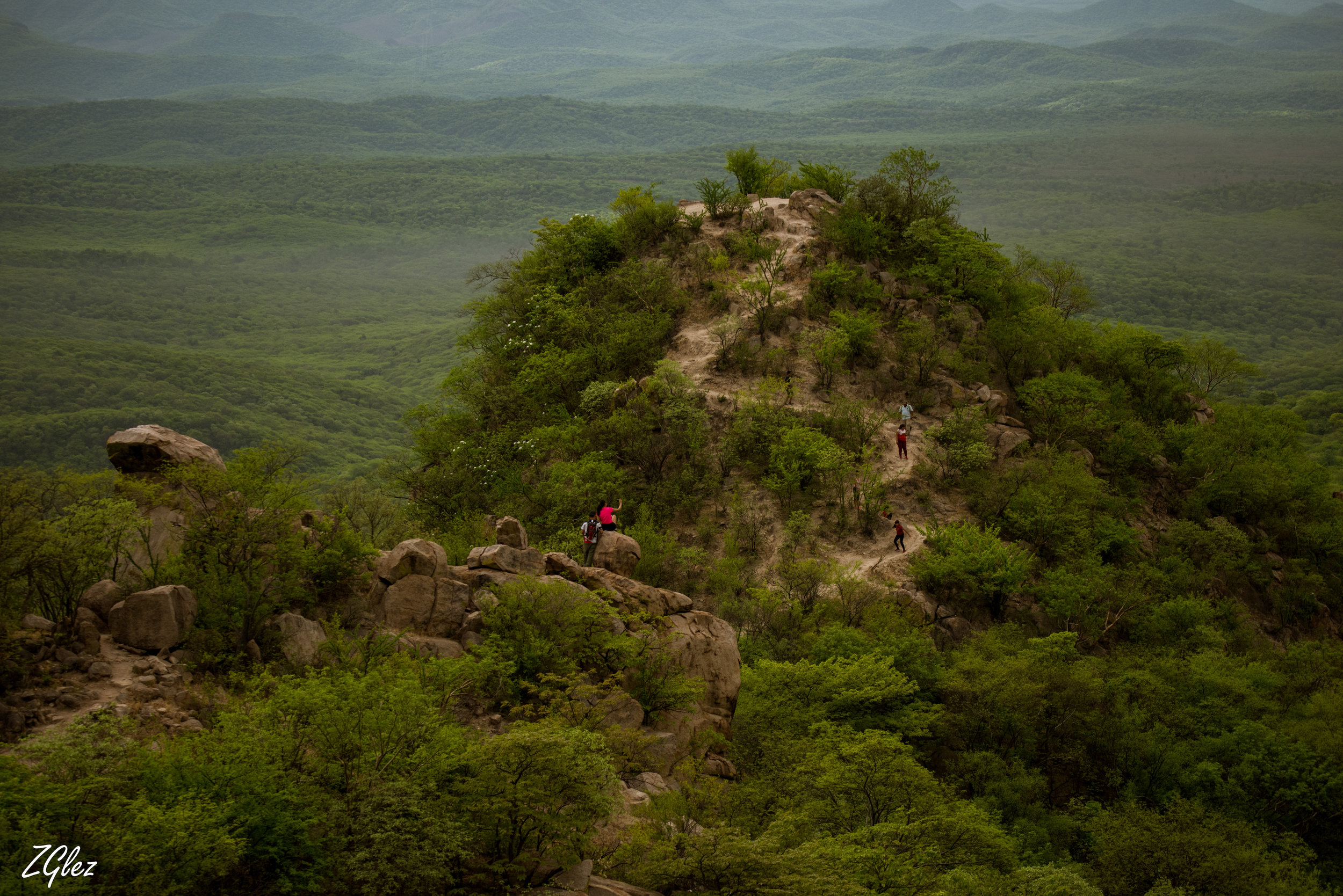 hikers halcon y tecolote.JPG
