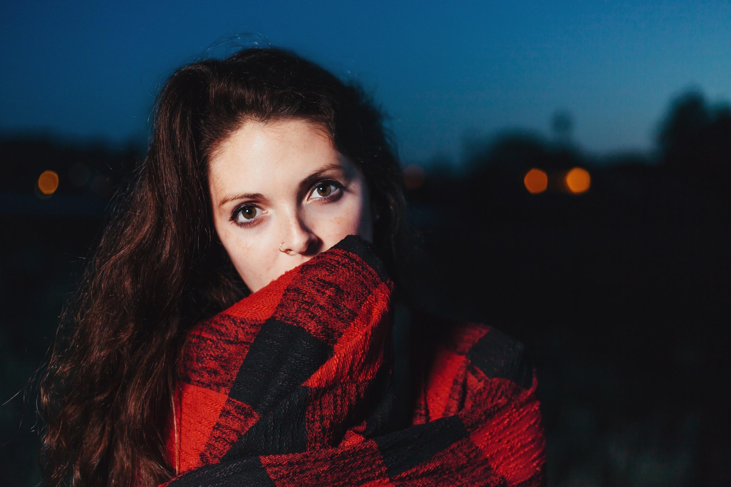 Flannel-blanket-wrapped-brunette-dusk