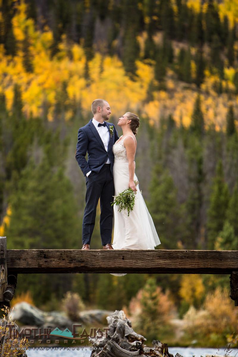 beautiful-breckenridge-colorado-wedding-couple