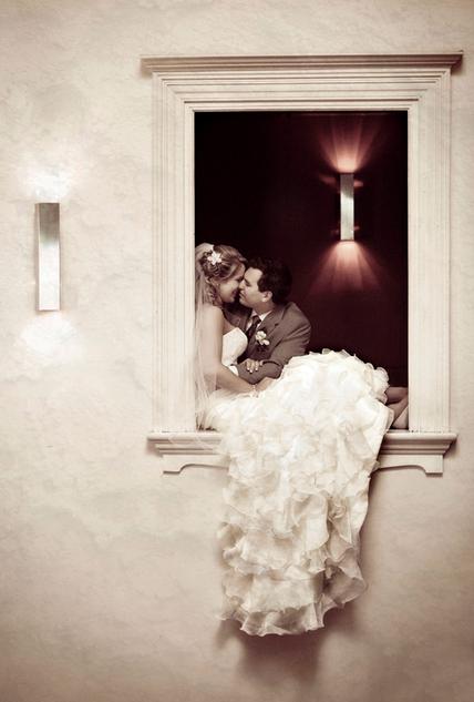 bride-groom-kissing-in-window