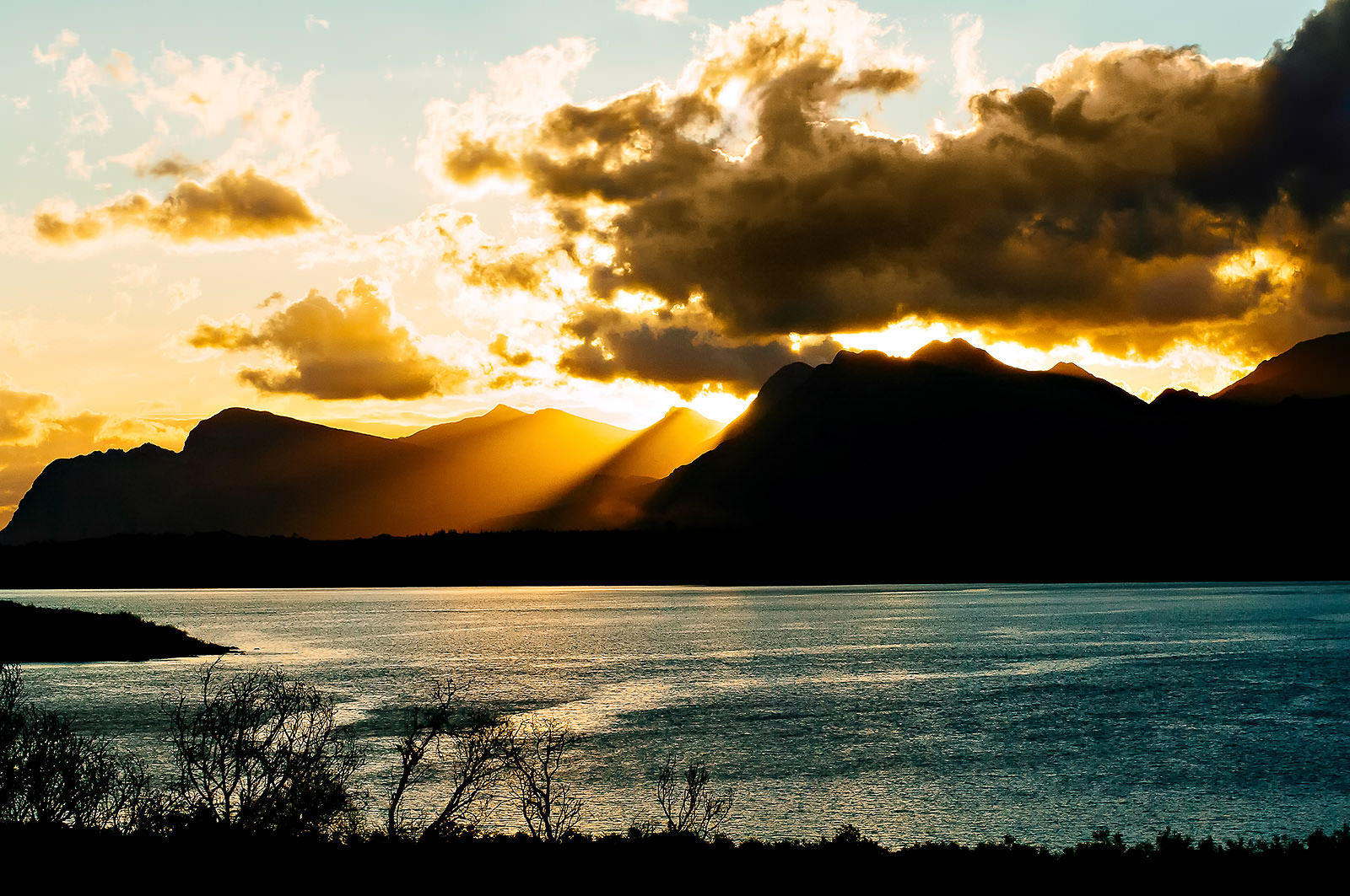 contrasty-sunset-over-the-mountians-ocean