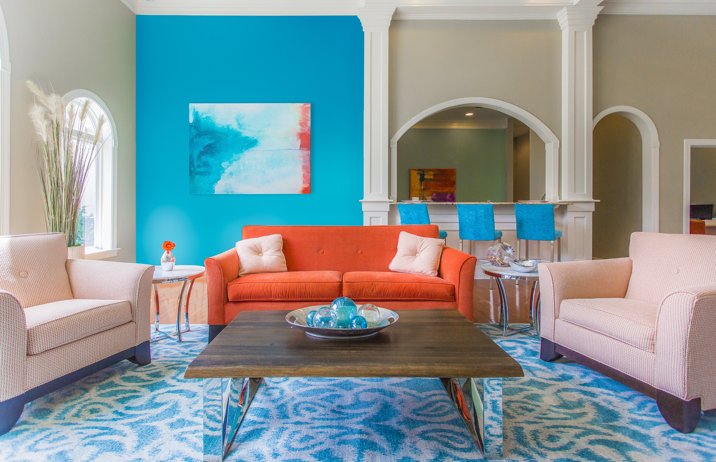 blue-wall-red-couch-contrast-real-estate