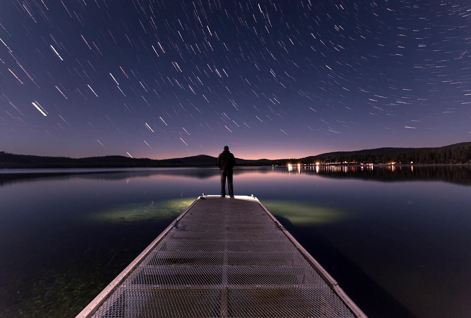 nighttime-star-trails-lake-peir