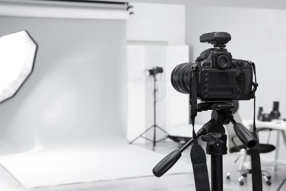 photography-studio-camera-tripod.jpg