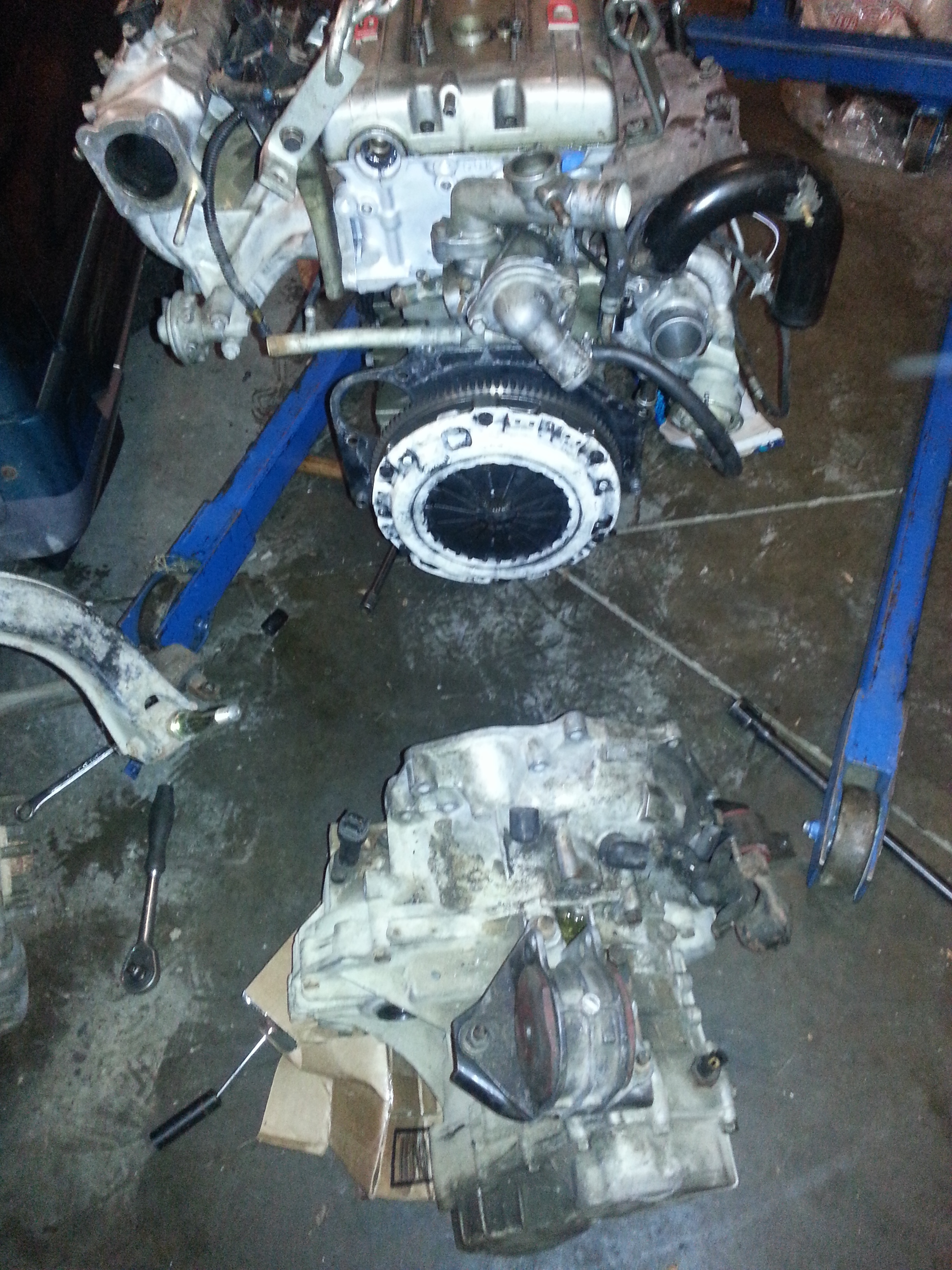 Putting the transmission onto the flywheel/clutch