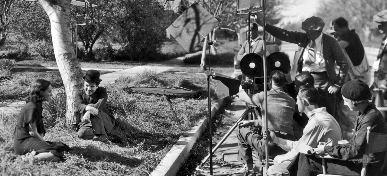 Paulette-Goddard-and-Charlie-Chaplin-on-the-set-of-22Modern-Times22.jpg