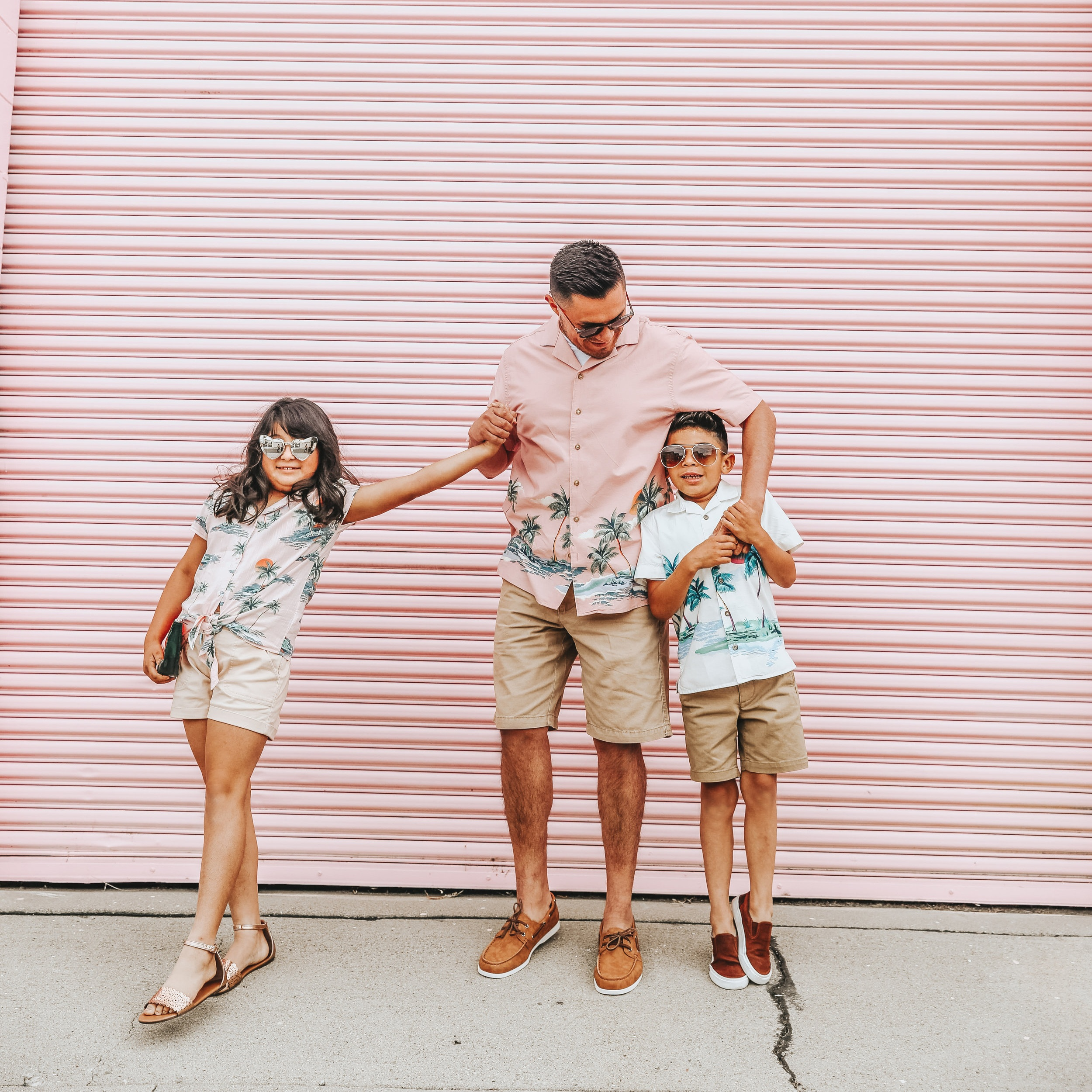 We Love Dad #OldNavyStyle - We partnered with Old Navy to don our best #mini❤️me looks with David and the kiddos. We found these perfect matching outfits that not only are perfect for Fathers Day but for all summer long. To see more click here.