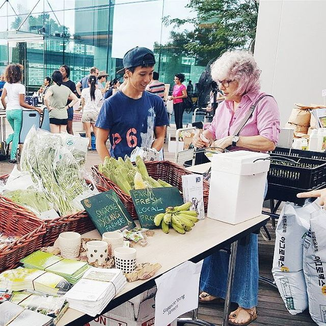 Farmers Market in town!  Like us on Facebook and be updated on farms in Singapore. Link in bio.  #sgyoungfarmers #farmersmarket #farms #singapore
