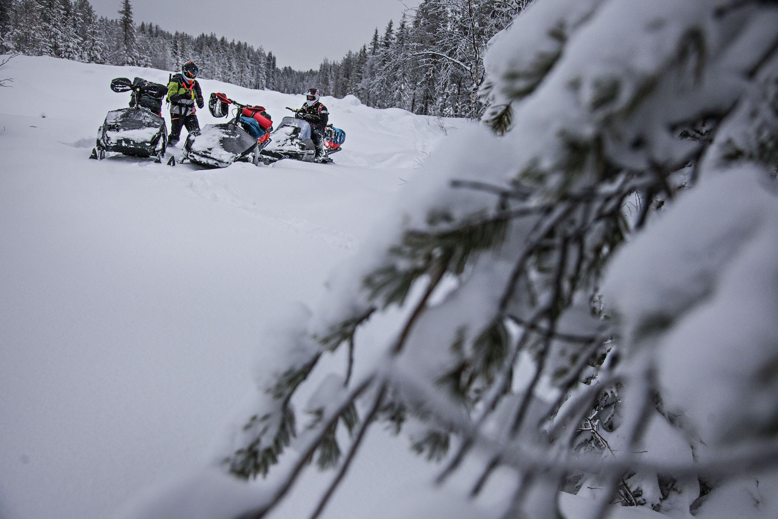 Här ett första stopp mellan Svensbyn och Långträsk. En förändring i snödjupet började så sakteliga att märkas.
