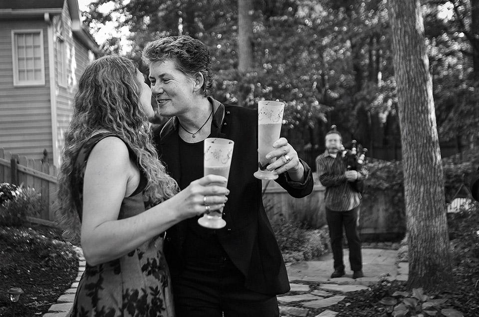 10178-lesbian-wedding-ceremony-musician-Lori-3242.jpg