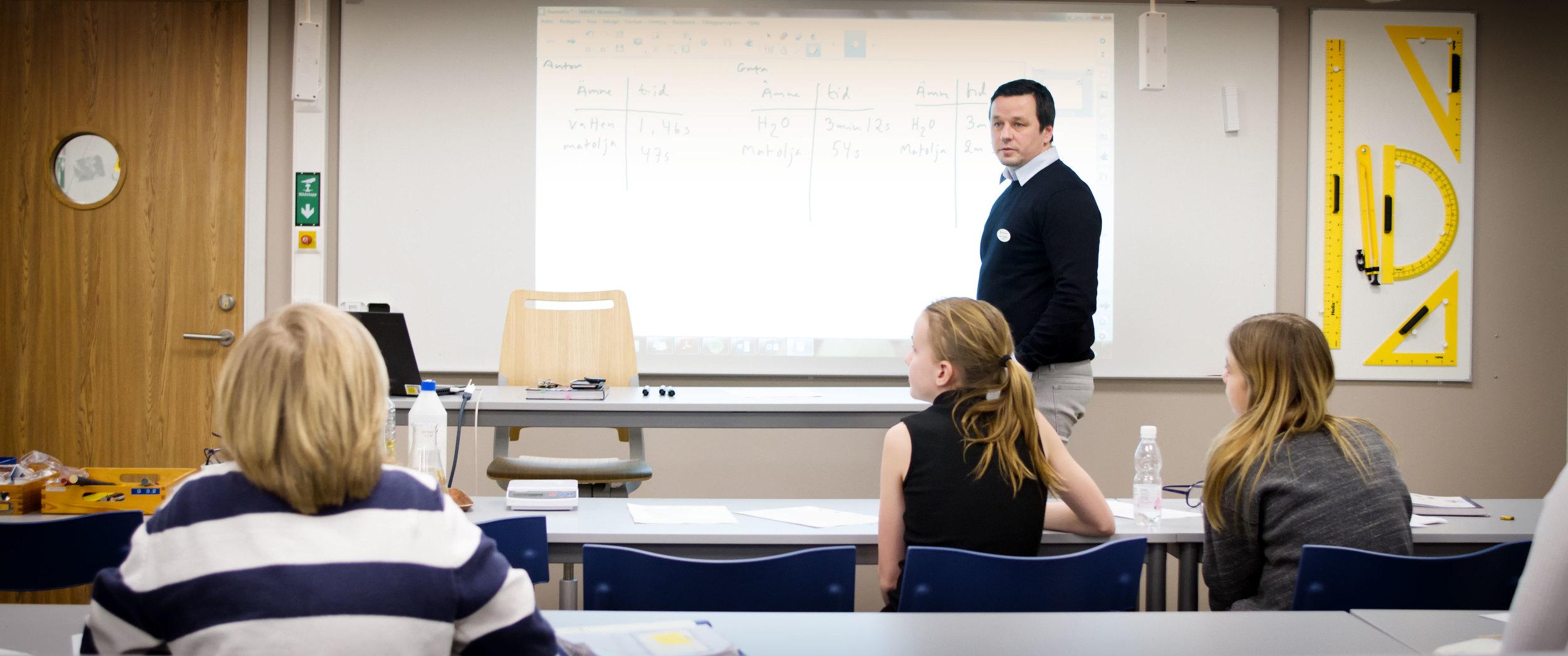 Lektioner under kvällen; ett alternativ för morgontrötta elever?