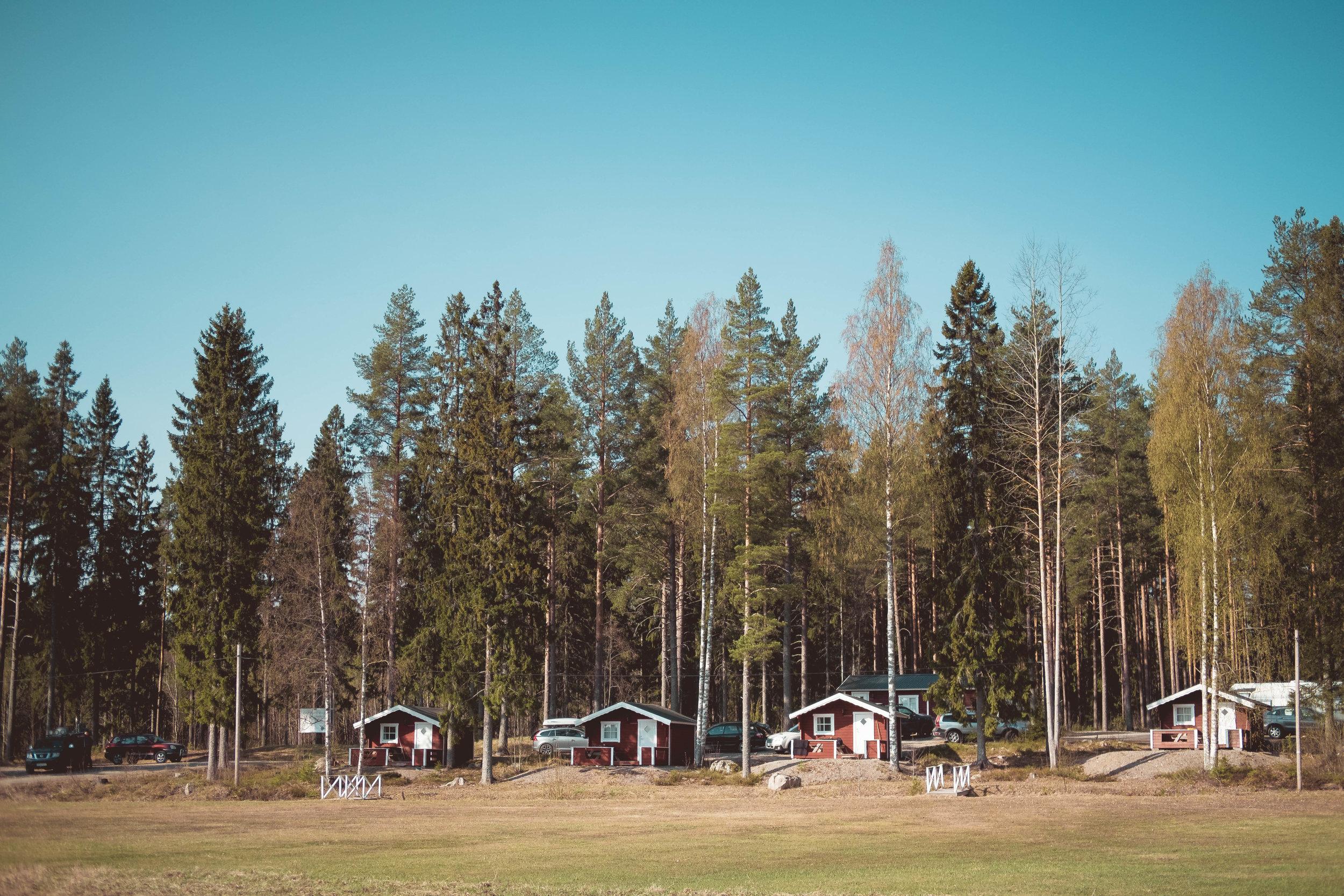 Stugbyn i    ÄLGPARKEN   s tränings och besökanläggning. FOTO: Mattias Färnstrand, Kuxagruppen AB
