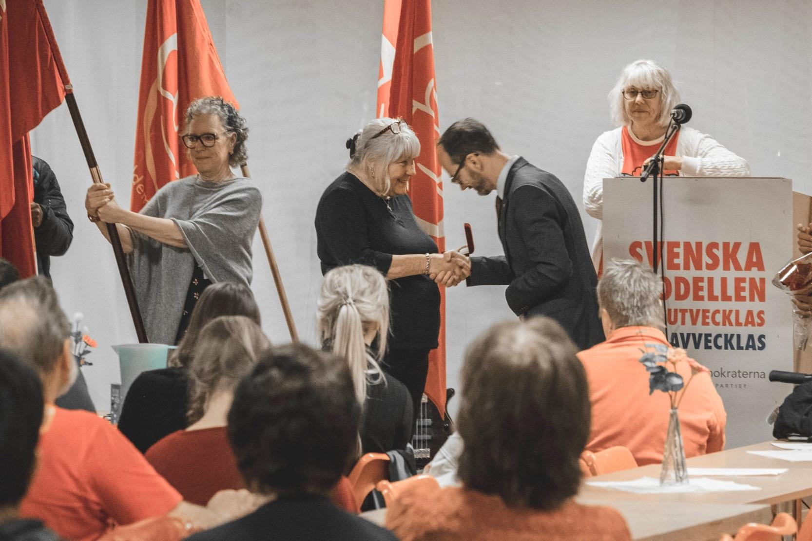Ann-Britt Wikman tilldelas Brantingpriset för sitt cirka trettio år långa engagemang i arbetarrörelsen.
