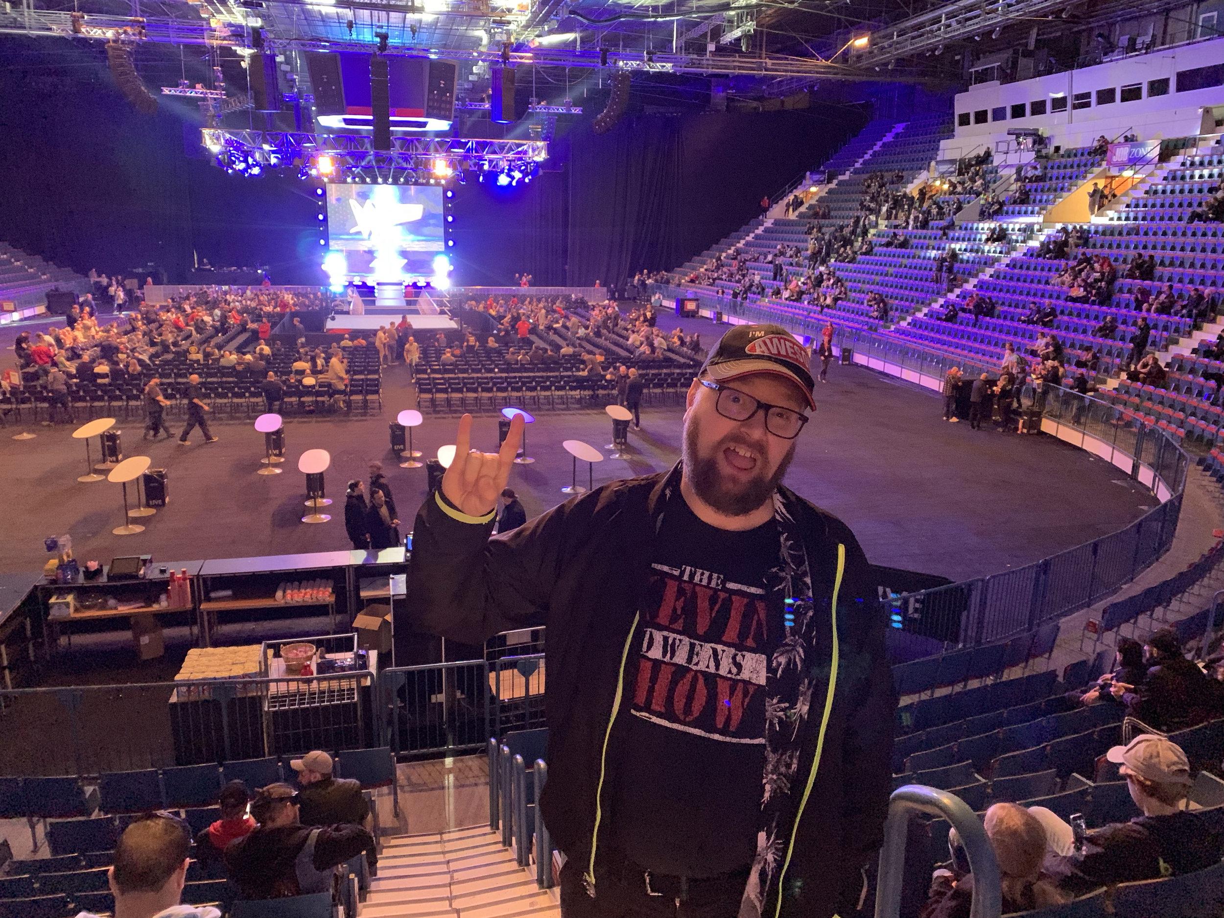 Redaktionens största wrestlingfan, och skribent på kultursidan Intressesfären, Daniel Gustavsson är redo!  FOTO: Johan Beijer, Kuxagruppen AB