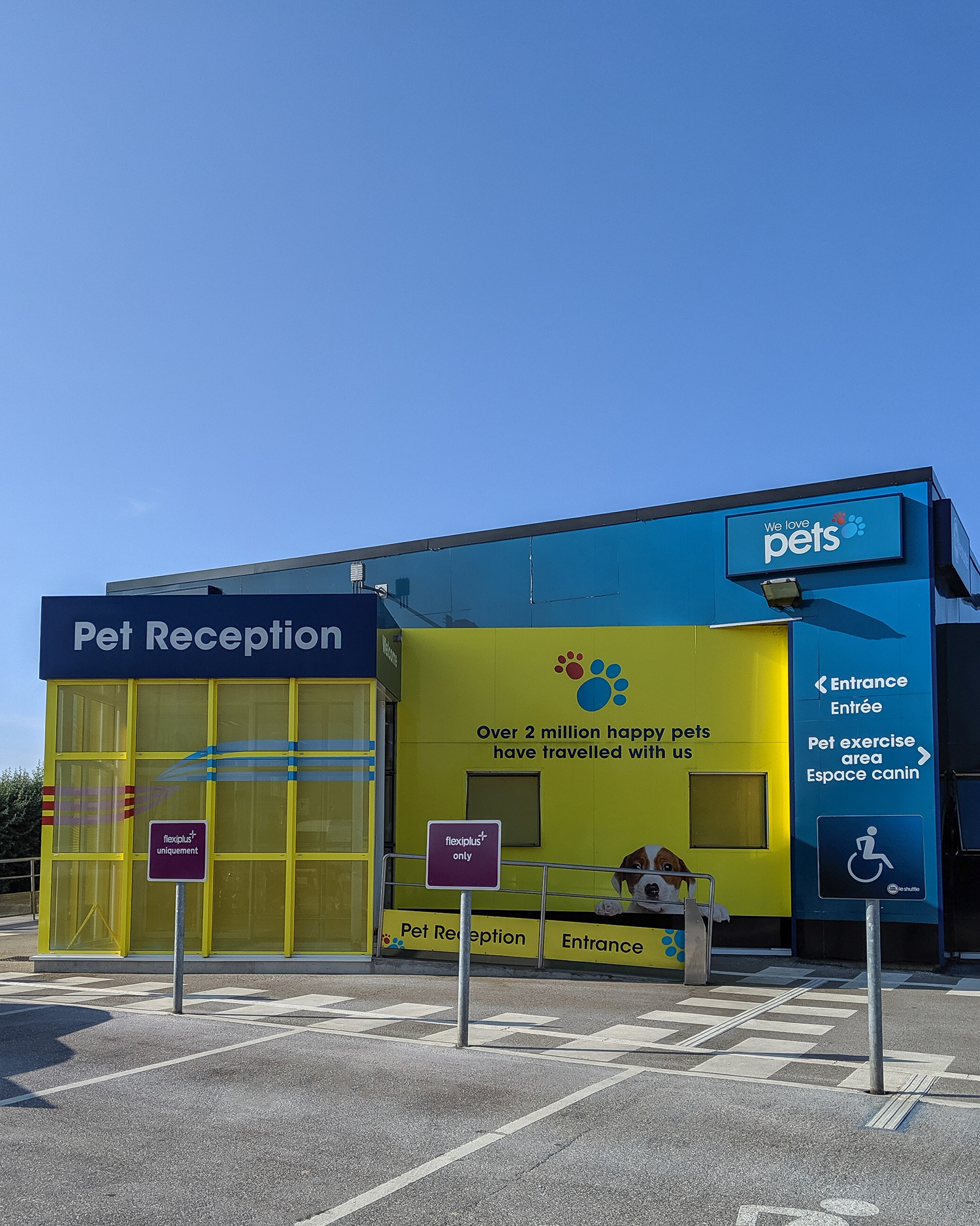 PET RECEPTION AREA AT THE FRANCE/UK BORDER
